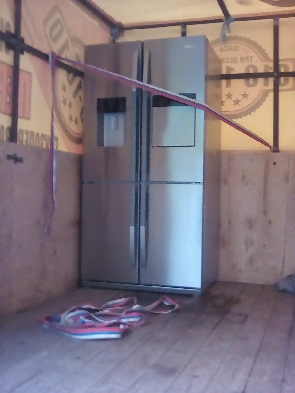 перевозка холодильника стоя